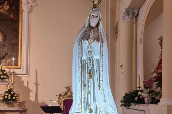 Una lampada accesa alla Madonna per tutto il mese di maggio