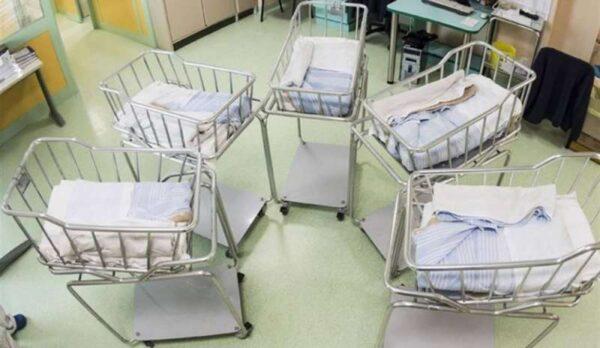 Come muore una nazione. In 12 anni sono diminuiti del 30% i nuovi nati.