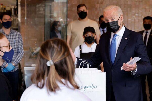 Covid. Biden muove il mondo dei vaccini: «Sì alla sospensione dei brevetti»