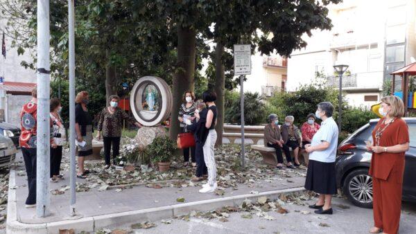 Il Covid non ferma la preghiera a Maria. S. Rosario nei quartieri