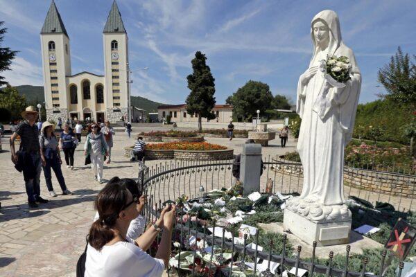 Maratona di preghiera nei santuari mariani, la novità di Medjugorje